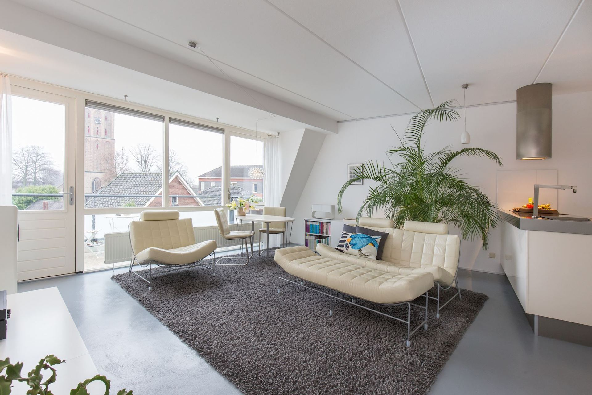 Verrassend en uitstekend onderhouden 2-kamer appartement met balkon
