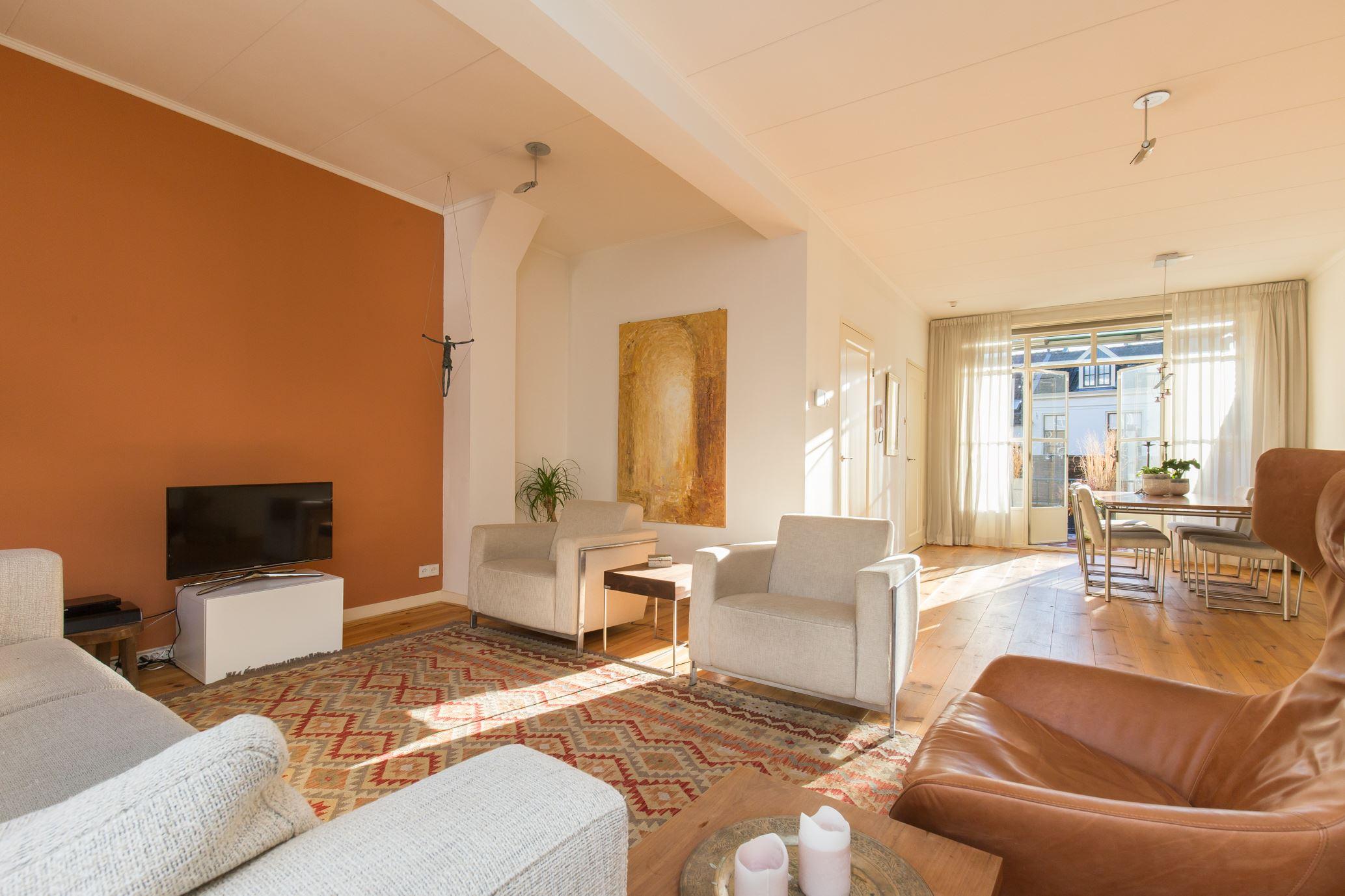 Ruim en aantrekkelijk appartement met eigen entree